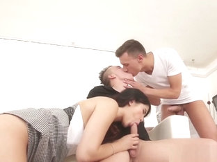 Bisex Hunk Gets Facial