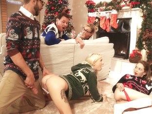 Angel Smalls & Kenzie Reeves In Christmas Family Sex - Nubilesporn