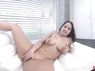 Chubby  College Girl On Virtual Webcam