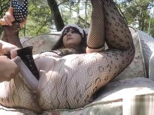 Dilatation vaginale et fist entre deux lesbiennes