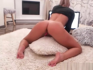 Cam Sex Show With Excited Skinny