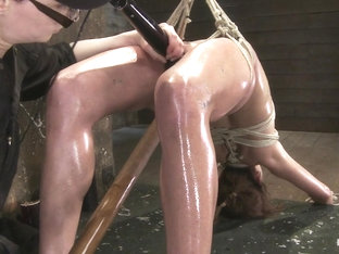 Amber Rayne In Amber Rayne Live Show Part 2 - Drawn And Quartered - Hogtied
