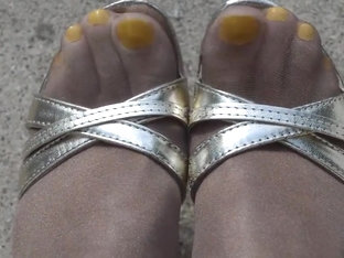 Outdoor Yellow Toes Shiny Pantyhose And High Heels