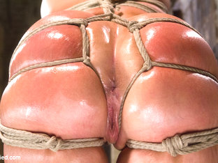 Mellanie Monroe In Tied Wide Open For Double Penetration - Hogtied