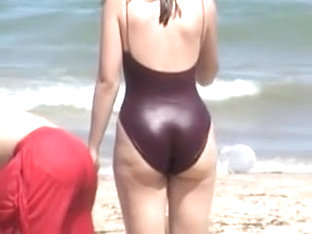 Candid Big Ass Of Amateur Fem Is Shot On The Beach 06p