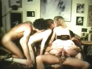 hippie sex videa lesbický sex ve veřejné toalety