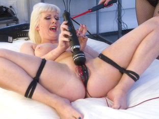 Aiden Starr  Cherry Torn In All-star Big-breasted Blonde Electro-fuck-fest - Electrosluts