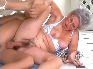 Big Boobs Amateur Banged To Earn Cash