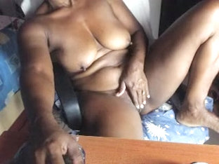 Gorgeous Ebony Destiny Masturbates And Screams